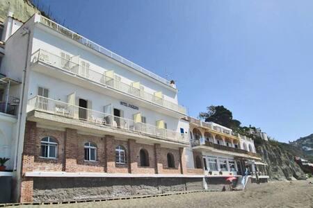 Hotel Angelino sulla spiaggia dei Maronti, Barano - Barano D'ischia - Dům pro hosty
