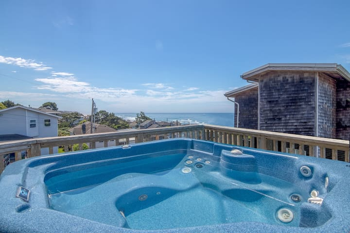 Bainbridge House - Beautiful Ocean View, 4 Bedroom Home with Hot Tub Located in Roads End!