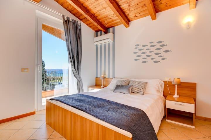 Appartamento una camera da letto e vista lago