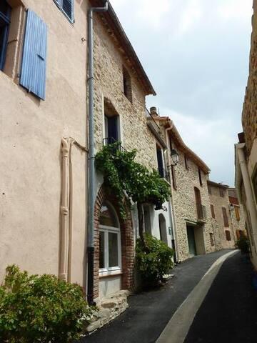 Maison de charme vue sur le Canigou - Rodes - Huis