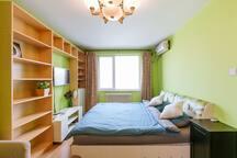 非常亮堂的高层卧室