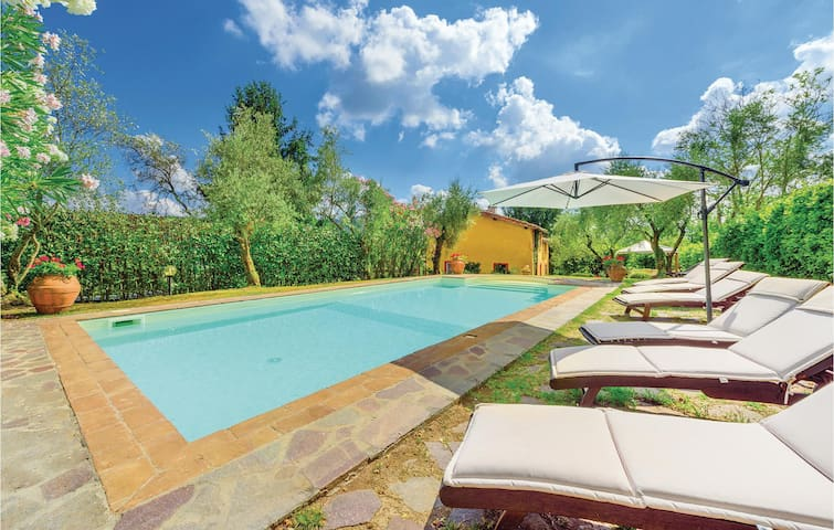 Holiday cottage with 3 bedrooms on 220m² in Pescaglia LU