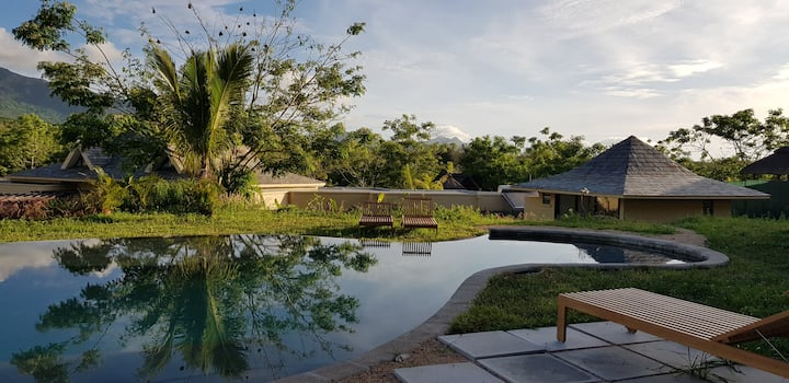 Villa & infinite pool, 360° view on mountains  5CH