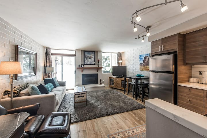 Perfect for Couples, Mountain Setting - ParkAvenue273