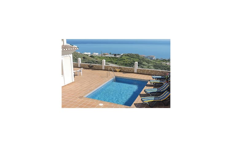 Holiday cottage with 3 bedrooms on 250 m² in Peñoncillo/Torrox Cos.