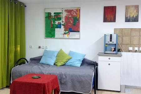 Bed in 6-Bed Mixed Dormitory Room10 - Gedera