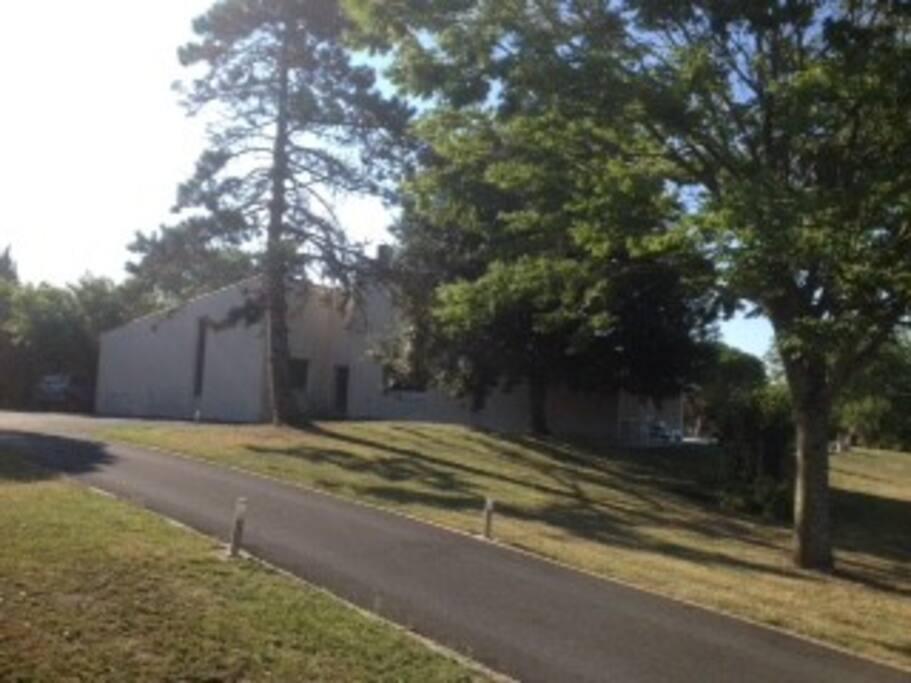 Acces maison goudronné avec parking