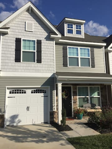 Private and perfect Kernersville Townhouse