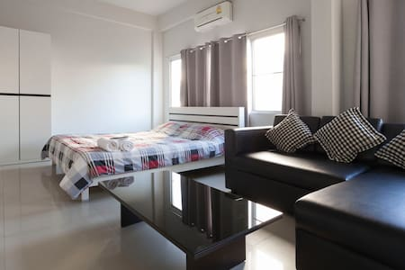 Night Bazaar Suites Guest House - Chiang Mai - Bed & Breakfast