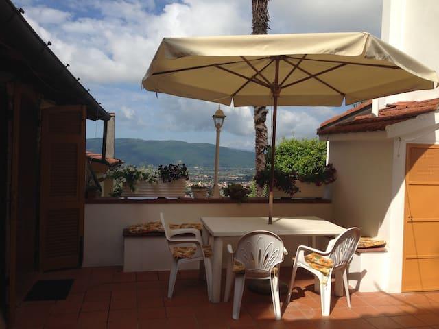 Luminoso appartamento panoramico - Castelnuovo Magra - Huoneisto