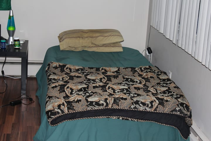 Affordable Cozy Stay, A Home From Home... 2 BEDS