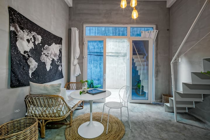 Gorgeous and Art studio with loft private entrance