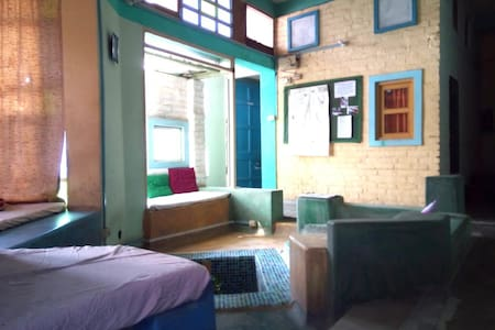 Cozy, sunny guesthouse on safe, friendly campus 2