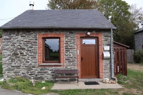 Cozy cottage with 2 sleeping accommodations for 4 people