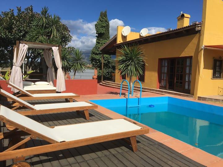 Casa Elisabeth con  piscina y jardín privado