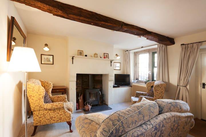 World Heritage cottage in vibrant Cromford