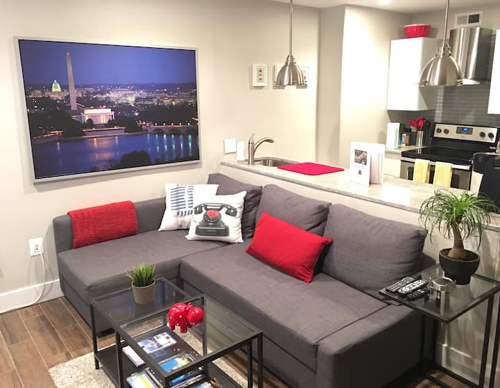 Newly Renovated 2BR Apt in the heart of DC.Parking