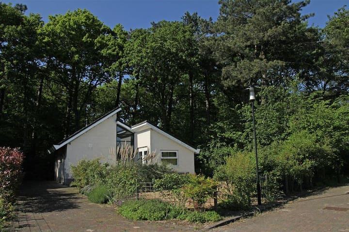 Delizioso cottage tranquilla ai margini del bosco.