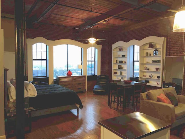 "Located in the Heart of Downtown KC ""Ruby Loft"""