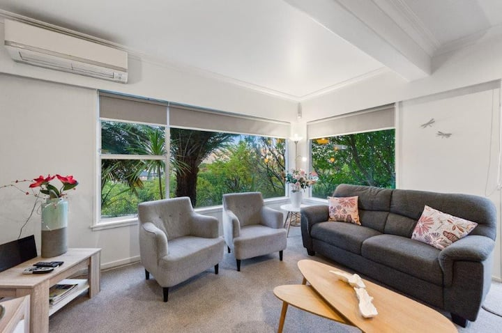 Private, modern 3 BR Apartment in Central Hamilton