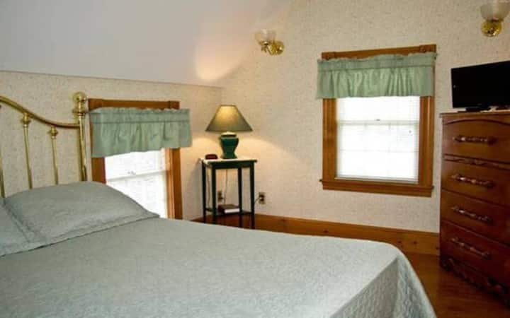 Tower Suite 7 · Tower Suite 7 · Tower Suite 7 · Lake Winnipesaukee Historic Inn at Smith Cove-7
