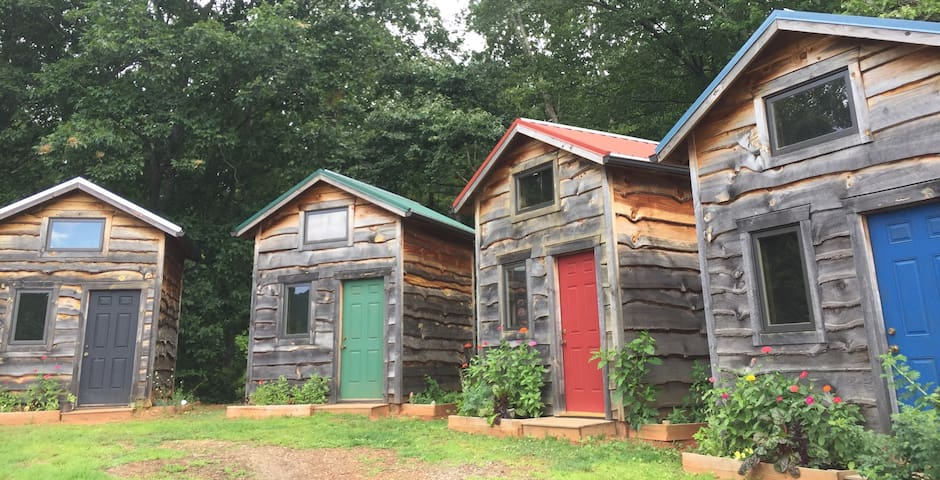 Tiny House/Cabin Asheville Mountains- Red