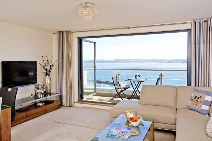 Harbour View - Luxury Apartment &  Sea Views