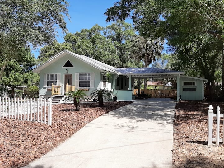 "Renovated ""Cozy Bungalow"" in Downtown Mt. Dora!!!"