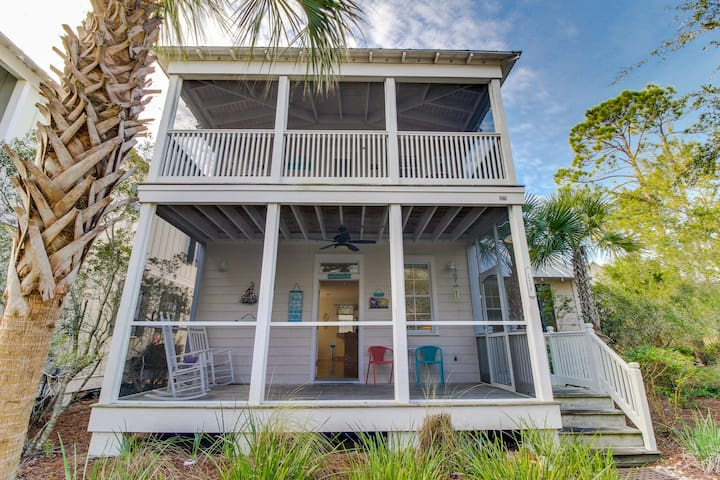 Coastal home w/ screened porch, shared pools/hot tub - snowbirds welcome!