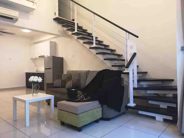 Duplex Entire Soho,8pax 5 min to Mid Valley KL