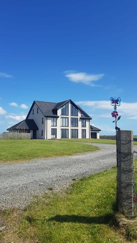 Scapview is a fantastic 4 bedroom house set over 3 floors, all with excellent views over Scapa Flow. Large lawned area to the front and an intergrated garage.