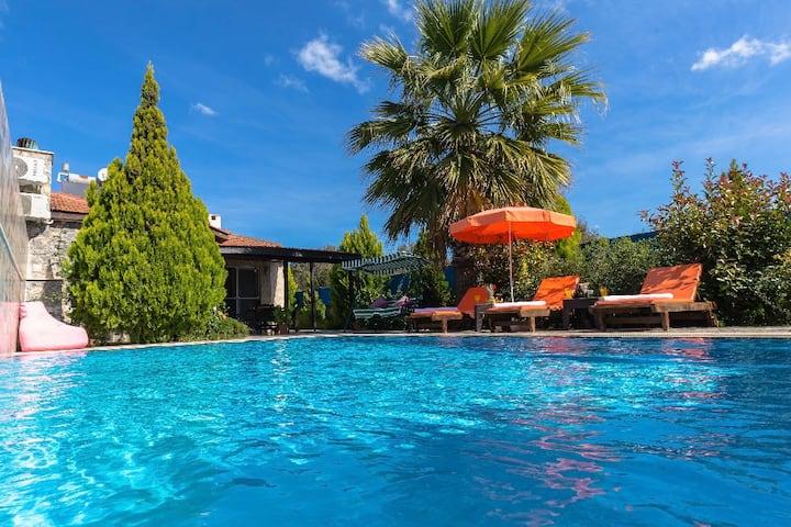 Fethiye Kayaköy'de Doğa ile İç İçe 6 Kişilik Villa