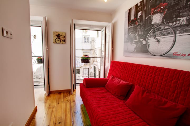 Cozy one bed in the heart of Alfama w/ Aircon