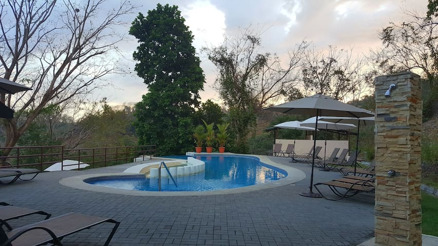 Full House 5 bed/2 B sleeps 6 pax w/pool - Herradura - House