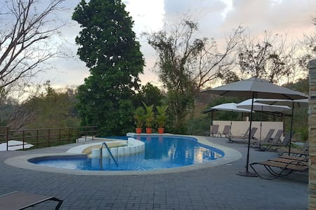 Full House 5 bed/2 B sleeps 6 pax w/pool