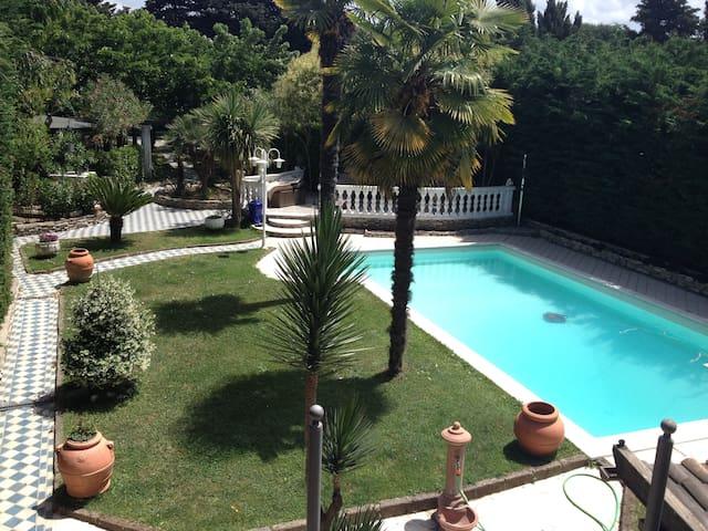 Bungalow in giardino con  piscina fra Pisa/Livorno