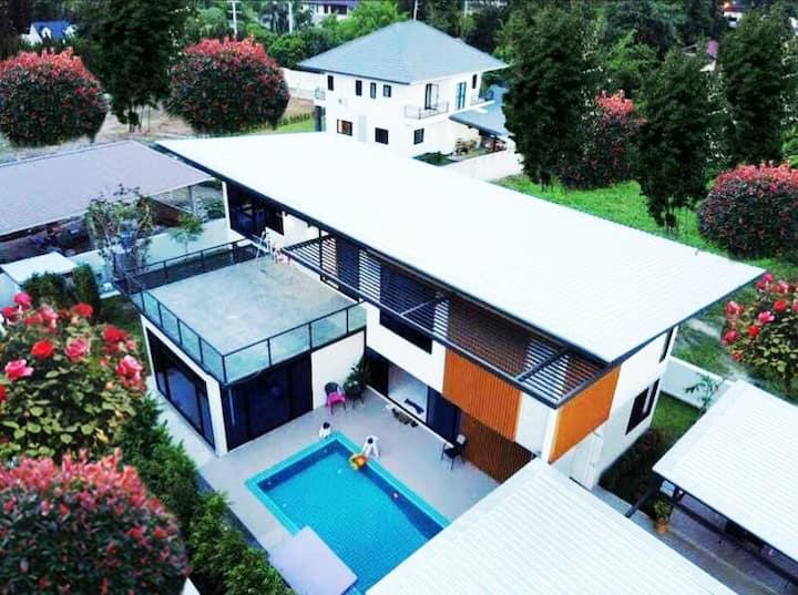 现代豪华别墅游泳池派对,全天保姆服务,付费接送(免费提供行程推荐)villa 2
