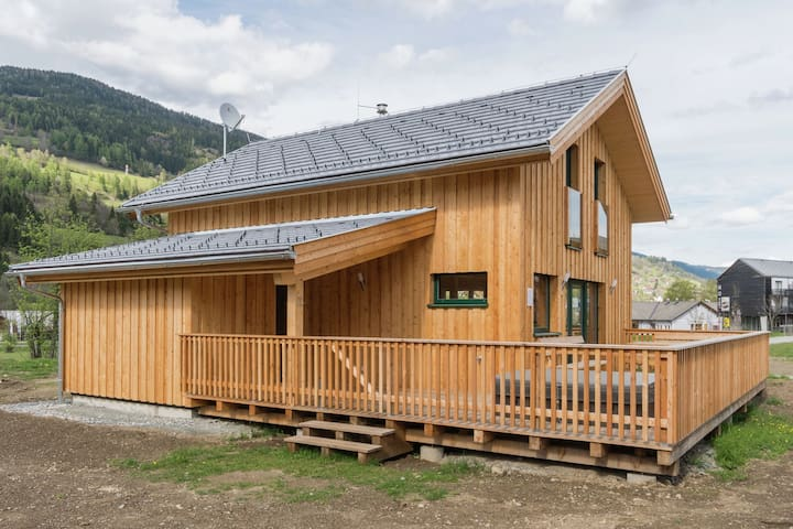 Deluxe Wooden Chalet with Jacuzzi in Styria