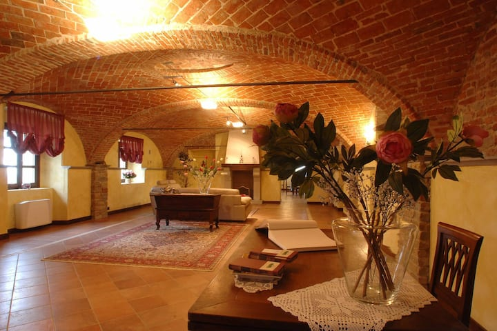 Modern Mansion in Nizza Monferrato with Swimming Pool