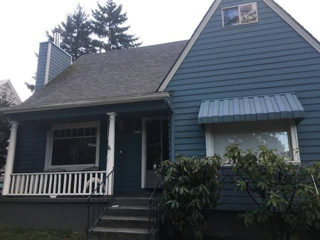 Cozy House in North East Portland