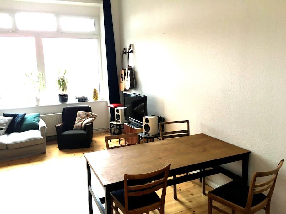 Wohnzimer mit TV
