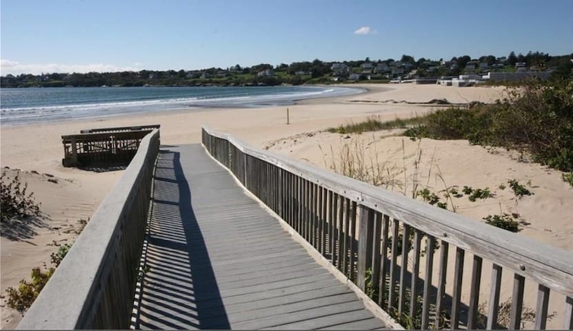 Narragansett Bonnet Shores Cabin/High End Features