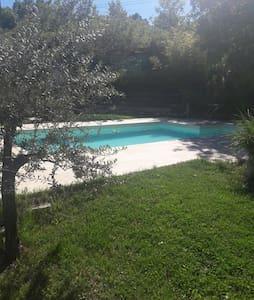 Studio avec piscine en Provence