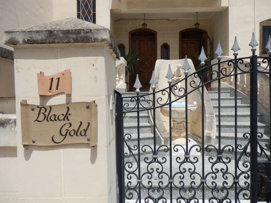 The front entrance to Black Gold B&B