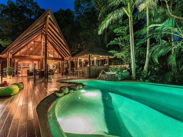 Unique & secluded in Noosa with spa & balcony - Noosa Heads - Talo