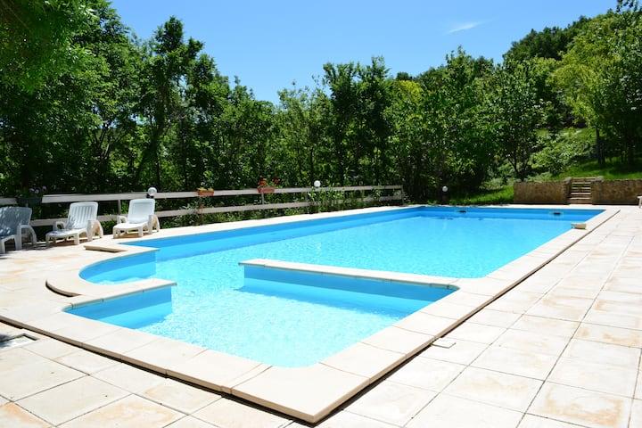 gite terrasse piscine vue calme,