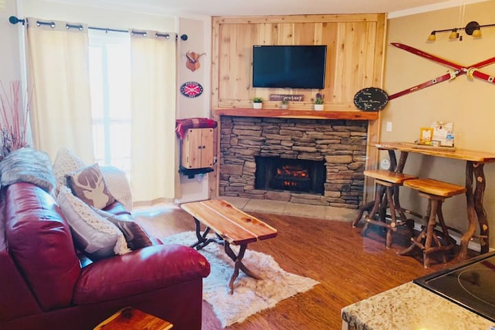 Beech Mtn Nook, resort w/pool/hot tub/ski/board!