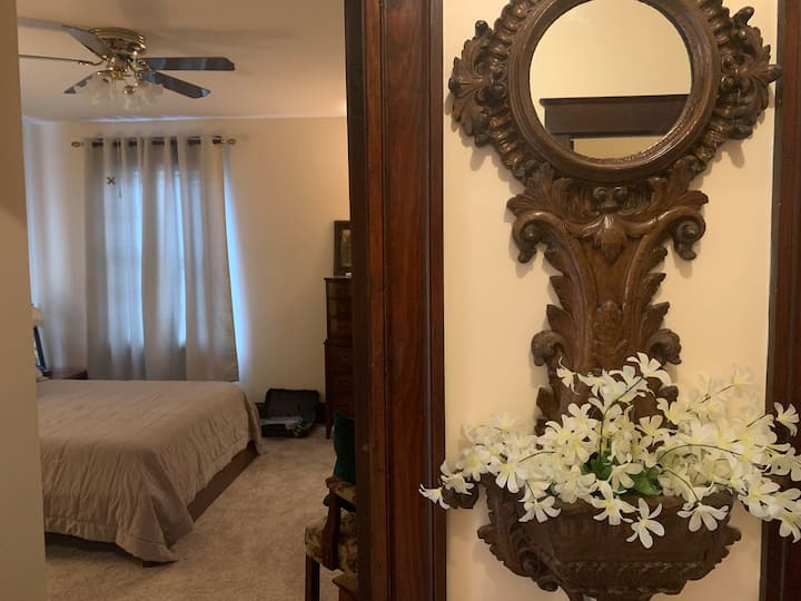 2 Queen Bdrms~Fully Private 2nd Floor Apt