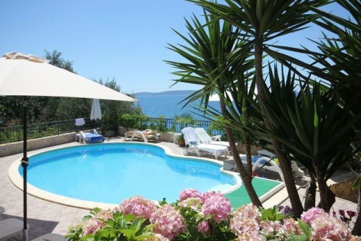 Apartment Tip 2 Nr Trogir  with swimming  pool - Seget Vranjica - Apartmen