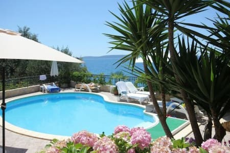 Apartment Tip 2 Nr Trogir  with swimming  pool - Seget Vranjica - Huoneisto